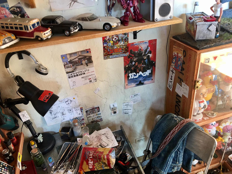 ARTIST MAKES MINIATURE MODEL OF HIS ROOM 12