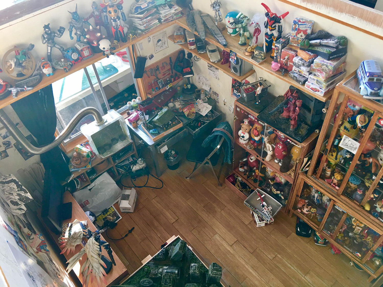 ARTIST MAKES MINIATURE MODEL OF HIS ROOM 14