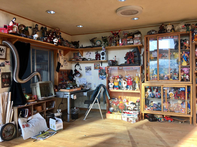 ARTIST MAKES MINIATURE MODEL OF HIS ROOM 23