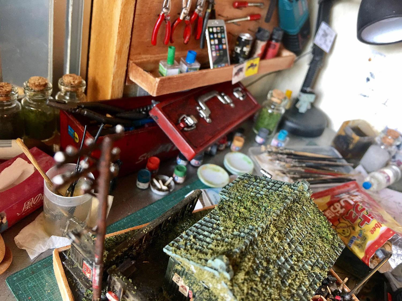 ARTIST MAKES MINIATURE MODEL OF HIS ROOM 6